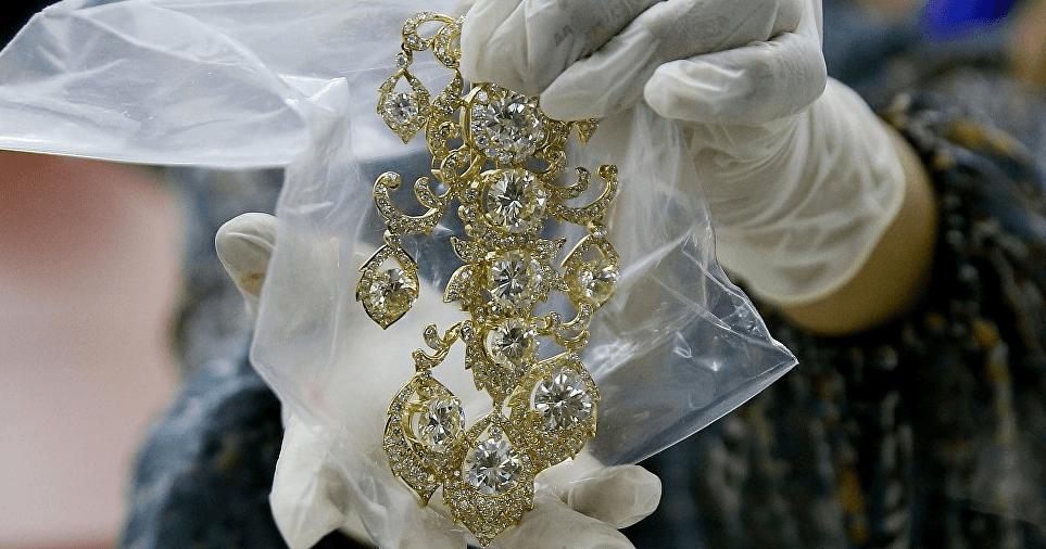 Les célèbres bijoux de la famille Marcos mis en vente